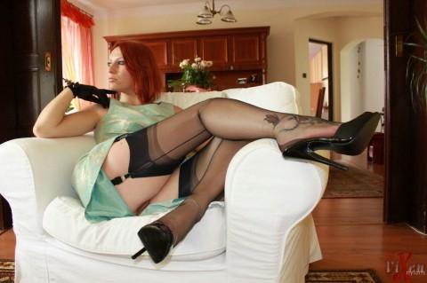 vixen-nylon-stocking-fetish-housewife