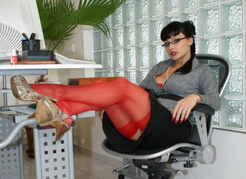 secretary-nylon-stockings-aletta-ocean