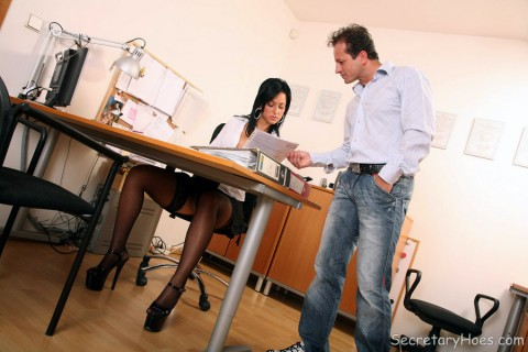 secretary-nylon-stockings-iris-jordan