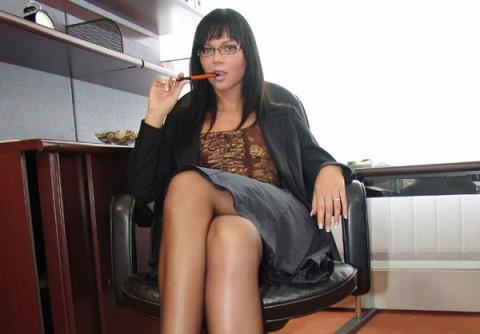 secretary-nylon-stockings-suzy